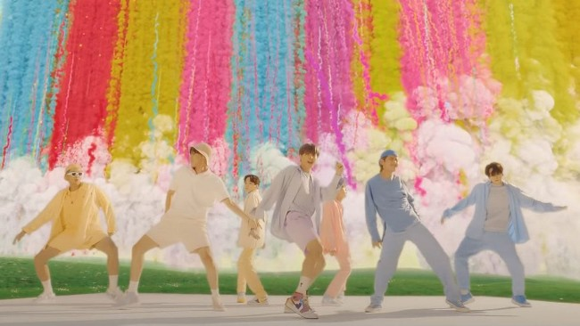 bts dynamite - pastel outfits